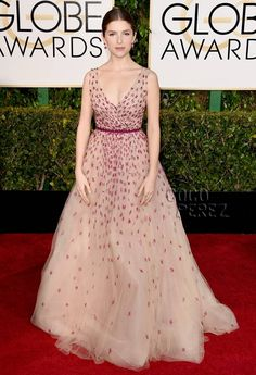 Anna Kendrick Is Sprinkled Like A Cupcake On The Golden Globes Red Carpet!