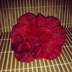 Simple double hibiscus hairpiece with pretty red flowers available for $9 plus shipping. ..leave your email to purchase.  #deadlydinaaccessories #redtones #tikioasis #tiki #tropical #hawaiin #hairflowers #hairpiece #hairaccessories #pinup #vintageinspired #retro #pinup