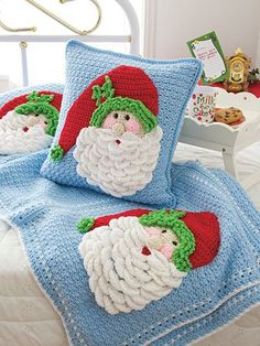 Join me for A Crochet Santa Pillow CAL! This project is crocheted in Medium Weight Yarn (Red Heart Super Saver). Annie's Crochet, Crochet Santa, Crochet Gratis, Christmas Crochet Patterns, Holiday Crochet, Crochet Cushions, Crochet World, Crochet Pillow, Crochet Home