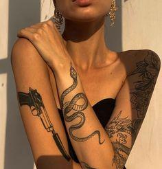 Diskrete Tattoos, Dainty Tattoos, Best Sleeve Tattoos, Pretty Tattoos, Unique Tattoos, Cute Tattoos, Beautiful Tattoos, Body Art Tattoos, Girl Tattoos