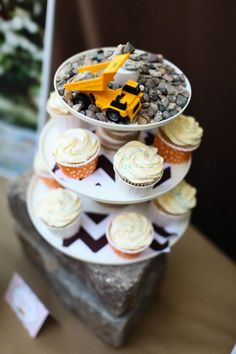 Construction themed first birthday! Love this idea