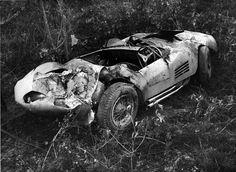 Maserati 300S Chassi 3067 A Maserati Corvette 300S/3067, de Waldemar Santilli, depois do acidente em Interlagos - São Paulo - Brasil. Repare na grade lateral e no escapamento do lado direito, típico do motor V-8 (Foto Arquivo Pessoal de Napoleão Ribeiro) Felipe - Álbuns da web do Picasa