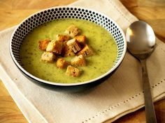 polévka z cukety Zucchini Soup, Cheeseburger Chowder, Hummus, Oatmeal, Food And Drink, Eat, Cooking, Breakfast, Ethnic Recipes