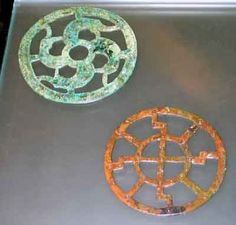Decorative disks They were worn by women in Alamannic long ribbons on Gürtelgehänge, together with amulets and small objects of daily use such as a comb -. as we know it today from handbags. © National Archaeological Museum BW