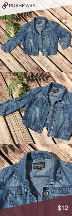 Cropped Denim Jacket 👖78% cotton, 20% polyester, 2% spandex 👖2 button pockets at each breast 👖2 side slit pockets               👖cropped sleeves (slightly shorter than a bracelet sleeve) , also has tabs inside to roll up the sleeves even further  👖fits XS to S 👖👖👖👖👖 ((pilcro, agolde, Levi's, Zara, free people, topshop, nastygal, unif, coh, citizens, Gypsy, boheme, asos, kimchi blue, urban outfitters, Anthropologie, Joe's jeans, billy blues, madewell, LF)) Outer Edge Jackets & Coats…