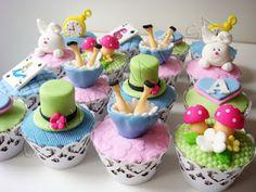 CUPCAKERIA ROSA - Cupcakes em Curitiba: Cupcakes da Alice no País das Maravilhas - Chá da Alice