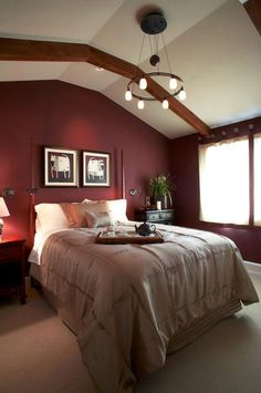 Accent wall is painted with Sherwinn Williams - Argentina, Color del mas Burgunday.