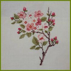 "anaviçe #kaneviçe #etamin #çarpıişi #kasnak #kasnakişi #elişi #elemeği #xstitch #xstitching #xstitcher #crossstitch…"" Cross Stitching, Cross Stitch Embroidery, Hand Embroidery, Cross Stitch Patterns, Flower Embroidery Designs, Embroidery Patterns, Brick Stitch, Amazing Flowers, Bargello"