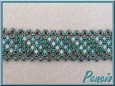 Twin bead and Swarvski bracelet. Free tutorial  http://pencio.chezblog.com/