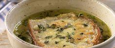 Klassisk fransk løksuppe har få, men gode ingredienser. Dette er kanskje den enkleste, rimeligste og beste retten du kan servere din familie ellerdinegjester.