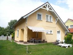 Featuring accommodations with a balcony Holiday home in Balatonbereny 34655 is located in Balatonberény. Holiday home in Balatonbereny 34655 Balatonberény Hungary R:Somogy hotel Hotels St Michael, Hungary, Outdoor Decor, Holiday, Travel, Balcony, Home Decor, San Miguel, Vacations