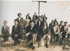 """La """"Cruz del Saludo"""", derribada por """"las izquierdas"""" en 1936, fue repuesta provisionalmente por Carlistas de Tafalla. Foto tomada de http://premindeiruna.blogspot.com.ar/2012/05/romeria-de-ujue-en-1936.html"""