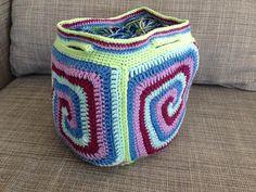 Saggy Daggy Bag! Love it! Free Pattern at Crochet Between Worlds