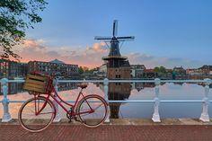 Kunstwerk: 'Fiets, bloemen, zonsopkomst en molen met perfecte reflecties' van Harro Jansz Holland, Bicycle, Hoe, Cities, Canvas, Products, Tela, Bicycle Kick, Bike
