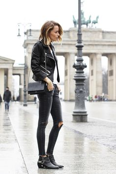 white tee, black leather jacket, skinnies bag and booties outfit                                                                                                                                                     Mais