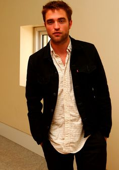 New/Old picture of Robert Pattinson during Cosmopolis press conference in Portugal (May 2012)