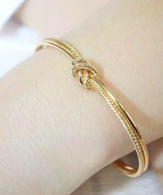 Gold Bangles Design, Gold Earrings Designs, Gold Jewellery Design, Bracelet Designs, Necklace Designs, Silver Earrings, Copper Jewelry, Jewelry Rings, Earring Set