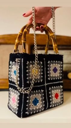 Crochet Handbags, Crochet Purses, Crochet Prayer Shawls, Merry Christmas Gif, Crochet Purse Patterns, Beaded Bags, Crochet Granny, Crochet Fashion, Pattern Fashion
