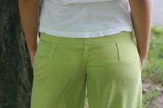 """Dámské+""""dřevěné""""+kalhoty+Dámské+kalhoty+z+jemné+látečky+velice+příjemné+na+léto+do+horkých+dnů.Je+tak+jemná+jako+by+jste+na+sobě+měli+jen+pavučinukterápříjemně+chladí.+Kalhoty+jsou+od+pasu+k+bokům+přiléhavé+poté+se+rozšiřují+až+dolů.Kalhoty+mají+široký+pásek+na+čtyři+knoflíky,uzávěr+,+tvarované+sedýlko+s+poutky+a+klínové+kapsy+které+jsou+..."""
