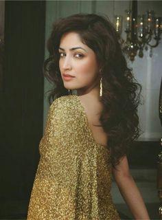 Yami Gautam Pop-Up shop Magazine March Photoshoot Photos Bollywood Actress Hot Photos, Indian Bollywood Actress, Indian Actresses, Bollywood Images, Beautiful Indian Actress, Beautiful Actresses, Beauty Full Girl, Indian Celebrities, Bollywood Celebrities