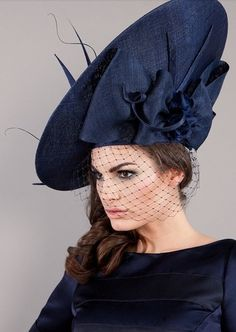 Edwina Ibbotson Millinery Cool racing fashion look Millinery Hats, Fascinator Hats, Fascinators, Headpieces, Crazy Hats, Pamela, Church Hats, Fancy Hats, Wearing A Hat