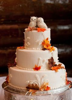 It doesn't get more romantic than two prettily perched lovebirds- or any adorable animals for that matter. #WeddingCakes #CakeToppers #CakeDecoration