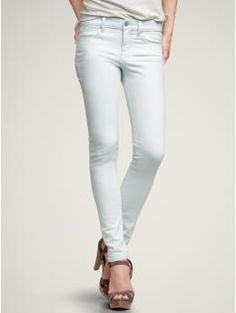 bleach blue wash from GAP - if my body could wear these. Taylor Swift Style, Sweater Sale, White Skinny Jeans, Beautiful Love, New Love, Gap Jeans, Get The Look, Style Me