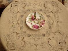 Vintage LINEN-Ecru Hand Embroidered Bridal Tablecloth Set 4 Napkins