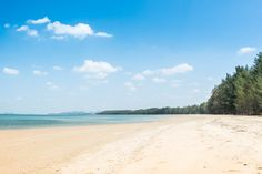 Great and useful tips on things to do and the best hotels where to stay in Koh Lanta, Thailand.