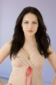 http://elizabeth-gillies.net/gallery/albums/Photoshoots/unknown%2002/egnet_002.jpg