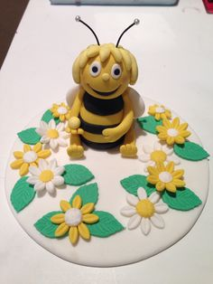 Maya The Bee Cake Topper With Edible Daisies
