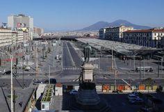 Piazza Giuseppe Garibaldi, Napoli Foto di Salvatore Laporta/KONTROLAB Photography Collage, Wuhan, Nairobi, Venice Beach, Westminster, Paris Skyline, Singapore, Tokyo, Italy
