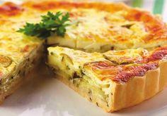 Com massa bem leve, o quiche de abobrinha leva parmesão e queijo cottage. Se preferir, substitua a abobrinha por shitake cortado em tiras