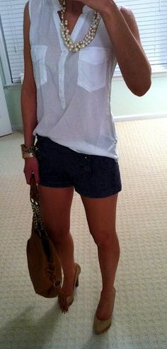Sleeveless blouse and dark shorts. Even reverse it with navy top, white shorts and flats. I love the necklace as well-longer shorts Mode Style, Style Me, Spring Summer Fashion, Spring Outfits, Short Outfits, Cute Outfits, Casual Outfits, Style Feminin, Look Fashion