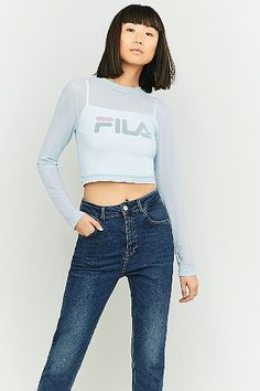 ¡Cómpralo ya!. FILA Double Layer Sky Blue Cropped T-shirt - Womens L. Kiss the sky in this layered t-shirt from Italian heritage label FILA. Features a body-skimming tank top inlay with a square neckline, cropped length, and spaghetti straps. Topped with a sheer outer in a cropped length with long sleeves and a crew neckline. Finished with graphics at the chest.       THINGS TO KNOW:   - Mixed fibres   - Machine wash      SIZE & FIT:   - Model wears: Small   - Model height: 179cm/5'10.5…