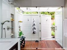 A Shower Like You've Never Seen Before indoor/outdoor shower---a large section of the glass wall pivots to allow outdoor bathing on a whim. additionally, the exterior shower can be accessed from the yard (as demonstrated). I love the picturesque beauty o Indoor Outdoor Bathroom, Outdoor Baths, Indoor Outdoor Living, Outdoor Showers, Bad Inspiration, Bathroom Inspiration, Outdoor Shower Inspiration, Small Woodworking Projects, Beautiful Bathrooms