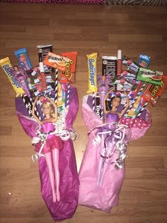 Candy bouquets with barbies n lip gloss :) for dance recitals. Candy Bouquet Diy, Diy Bouquet, Lollipop Bouquet, Homemade Gifts, Diy Gifts, Diy Dance Gifts, Themed Gift Baskets, Raffle Baskets, Candy Arrangements