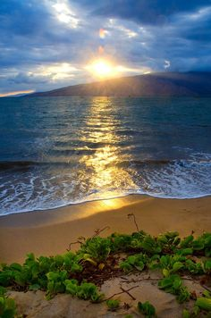 Beautiful Places World -Maui beaches - This particular spot is one of my favorites! South Kihei side - looking toward West Maui. Beautiful Sunset, Beautiful Beaches, Beautiful World, Beautiful Things, Dream Vacations, Vacation Spots, Places To Travel, Places To See, Travel Destinations