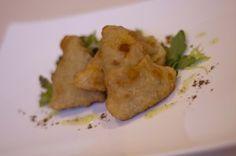 Samosas de calabacín y bonito: las samosas son unas empanadillas fritas típicas de la cocina asiática. Os invitamos a probar esta receta de samosas de calabacín  y bonito.