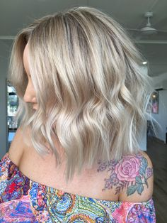 @hotteshair @jamie_hotteshair #blonde #jamiehottes_hair #babylights #blondefoils #microfoils #behindthechair #coolblonde #warmblonde #olaplex #spotlightblonde #balayage #blondebalayage