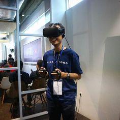 Cara simpel ngilangin stres : Lari sejenak dari kenyataan dan jadi super hero yang kamu idolakan   #vr #virtualreality #beaspiderman #ayomikir