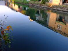 [2012.7.23] 물에 비친 건물들 X10    반영이 멋진 X10의 사진입니다.    잔잔한 강물이 마음까지 평화롭게 하는데요.    건물이 비쳐서 그런지 파란 강물이 마치 하늘 같기도 합니다.    <사진정보>    촬영 모드 - Aperture-Priority AUTO   감도 - ISO 100   다이나믹 레인지 - 100%   조리개 - f/5.0   셔터스피드 - 1/56   초점거리 - 8.3mm   화이트 밸런스 - AUTO   필름 시뮬레이션 - Velvia    http://blog.naver.com/fujifilm_x/150136710606