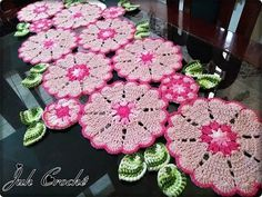 Caminho de Mesa Russo - União das Peças - YouTube Annie's Crochet, Crochet Flower Patterns, Crochet Videos, Crochet Designs, Crochet Doilies, Crochet Flowers, Crochet Table Mat, Crochet Embellishments, Crochet Ornaments