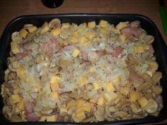 Das perfekte Käsegulasch-Rezept mit Bild und einfacher Schritt-für-Schritt-Anleitung: Das Fleisch und den Käse in kleine, mundgerechte Stücke schneiden…