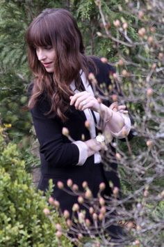 Dakota Johnson & Jamie Dornan Wear Wedding Rings on 'Fifty Shades' Set!: Photo Dakota Johnson and Jamie Dornan were seen wearing very special accessories while filming a scene for the Fifty Shades movie franchise on Monday (April in Vancouver,… 50 Shades Trilogy, Fifty Shades Series, Fifty Shades Movie, Fifty Shades Darker, Fifty Shades Of Grey, Cristian Grey, Anastasia Grey, Dakota Mayi Johnson, Fifty Shades