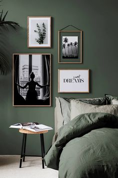 Green in the bedroom is the trend of On the wall or .- Grün im Schlafzimmer ist der Trend von An der Wand oder auf Ihrem Bett ist … – Wohnaccessoires Green in the bedroom is the trend of On the wall or on your bed is … - Green Rooms, Bedroom Green, Living Room Decor Green Walls, Bedroom Inspo, Home Decor Bedroom, Green Bedding, Room Inspiration, Home Accessories, House