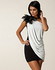 Gini Dress - Sisters Point - Svart/creme - Feestjurken - Kleding - NELLY.COM Mode online