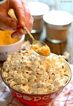 DIY Flavored Popcorn Salt, SO FUN! Buffalo Ranch, Bacon Parmesan, and Chocolate Wine flavors! So easy, the perfect homemade Christmas gift! Homemade Popcorn Seasoning, Flavored Popcorn, Popcorn Recipes, Homemade Spices, Candy Recipes, Appetizer Recipes, Snack Recipes, Cooking Recipes, Appetizers