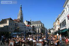 's Zomers zitten de terrassen op de Grote Markt van Breda gezellig vol! Lees meer over uitgaan in Breda op http://www.youropi.com/nl/breda-8/uitgaan