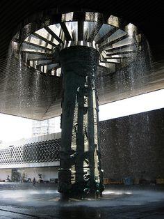 Torre de la Lluvia - Entrada al Museo Antropológico, México DF